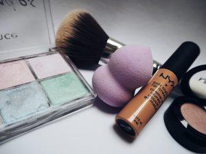 """Makeup accessories, Beauty blender, eye shadow pallet, blush on brush"""