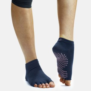 """non-slip yoga socks with grip"""